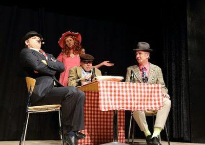 Revy 2014 - Jan Erik, Fie, Niels Peter og Heinrich som Olsen Banden i Skødet på Favrskov